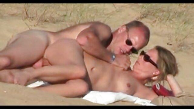 Dur Lesbiennes poings et clito vidéo adulte amateur torture électro et vagin lèvres.