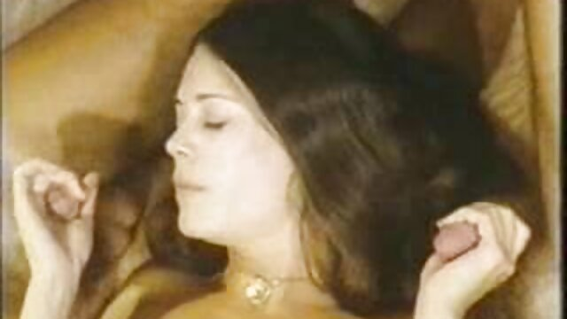 Tous les fantasmes érotiques d'une star du porno film adulte russe dans une vidéo