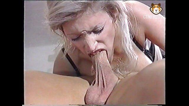 Un jeune modèle porno essayant youtube film adultes de se montrer méchant, généralement dans la merde.