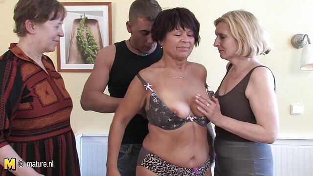 Une salope adulte se fait baiser dans un casting sexuel film porno pour adulte gratuit avec un homme.