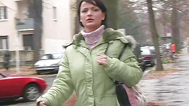 Plantureuse juteuse actrice porno aime le film sexe pour adulte sexe sauvage et animal.