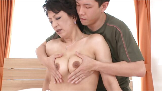 Des femmes adultes nues asservies film coquin adulte et baisées avec des jouets sexuels.